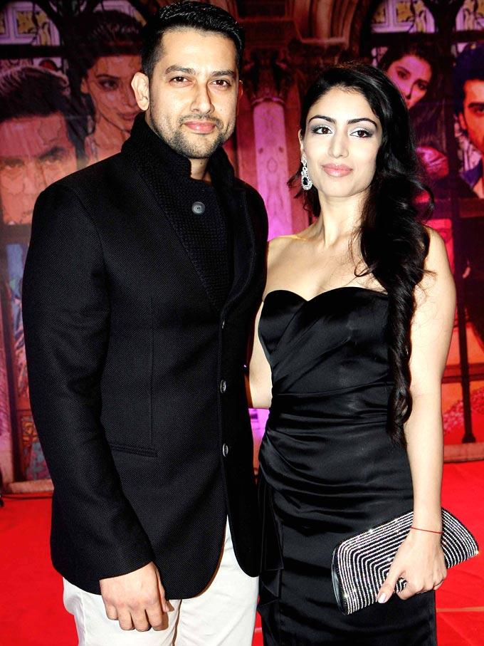 Aftab And Nin Dusanj In Black Posed For Camera At Stardust Awards 2013