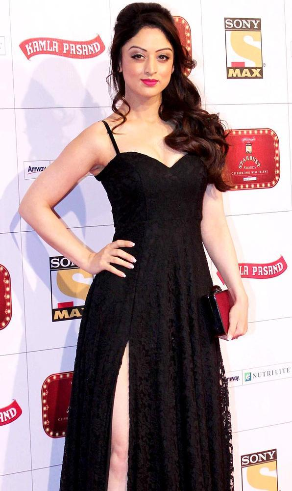 A Hottie Celeb Pose For Photo At Stardust Awards 2013