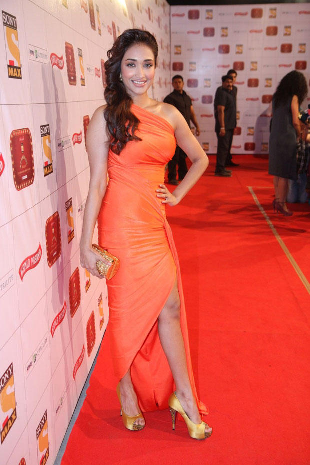 Jiah Khan Sexy Pose On Red Carpet In An Eye Catching Gown At Stardust Awards 2013