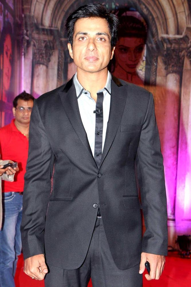 Sonu Sood Looks Dapper In A Suit At Stardust Awards 2013