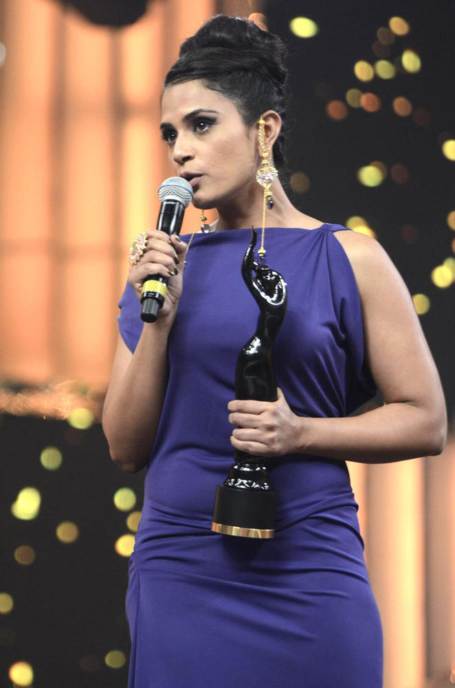 Richa With The Trophy At Filmfare Awards Function