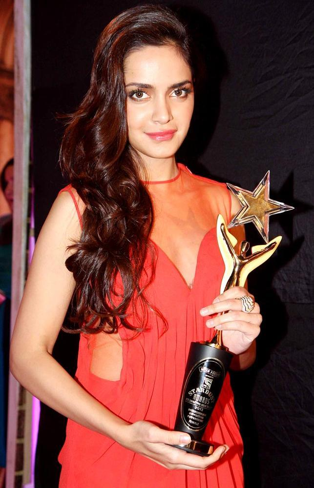 Shazahn Pose With The Award At Stardust Awards Function