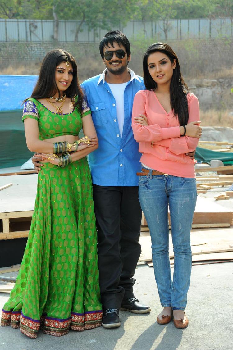 Priyadarshini,Sairam And Jasmine Sizzling And Attractive Pose For Camera At Dilnnodu Movie Press Meet