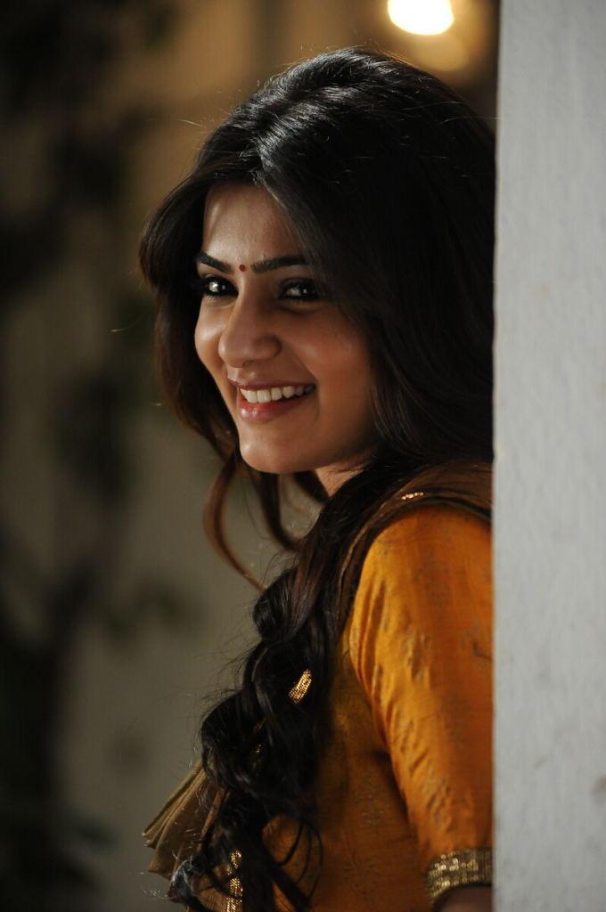Samantha Cute Smiling Photo From Movie Jabardasth