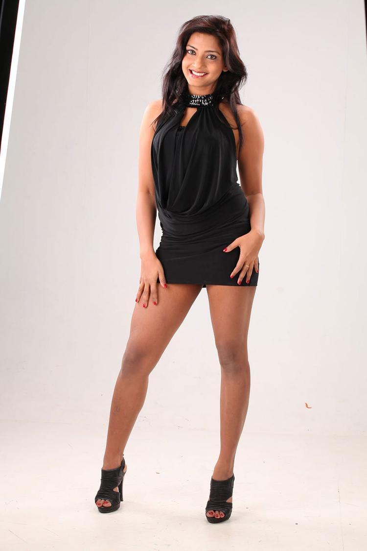 Kamna Cute Sexy Pose Photo Shoot