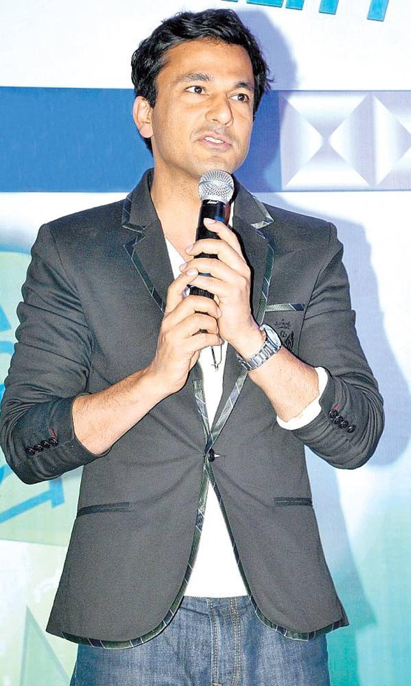 Chef Vikas Khanna Speaks To The Audience At The Grand Finale Of Canvironment Week 2013