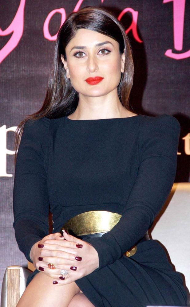 Kareena Kapoor Khan Gorgeous Look With Red Lipstick At Rochele Pinto Book Launch Event