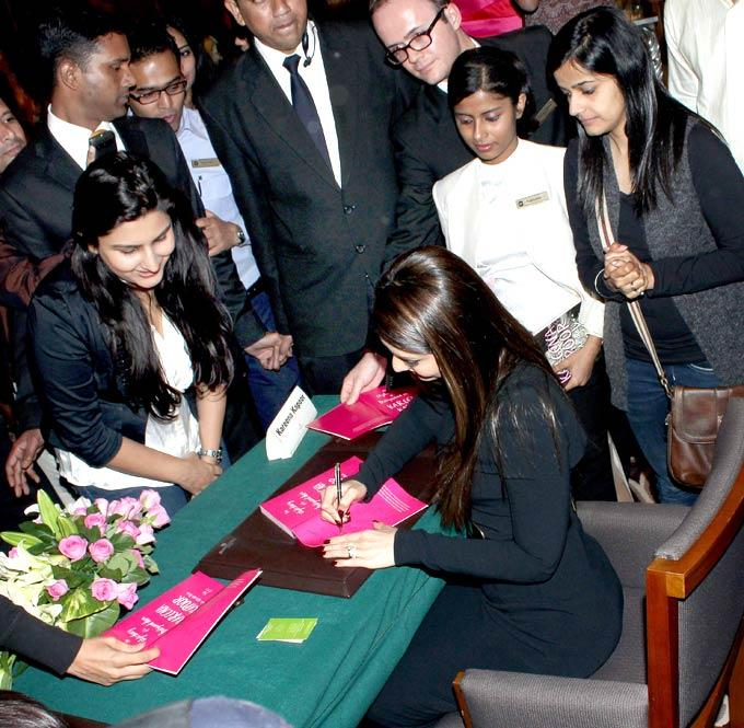 Kareena Kapoor Signs Some Autographs At Rochele Pinto Book Launch Event