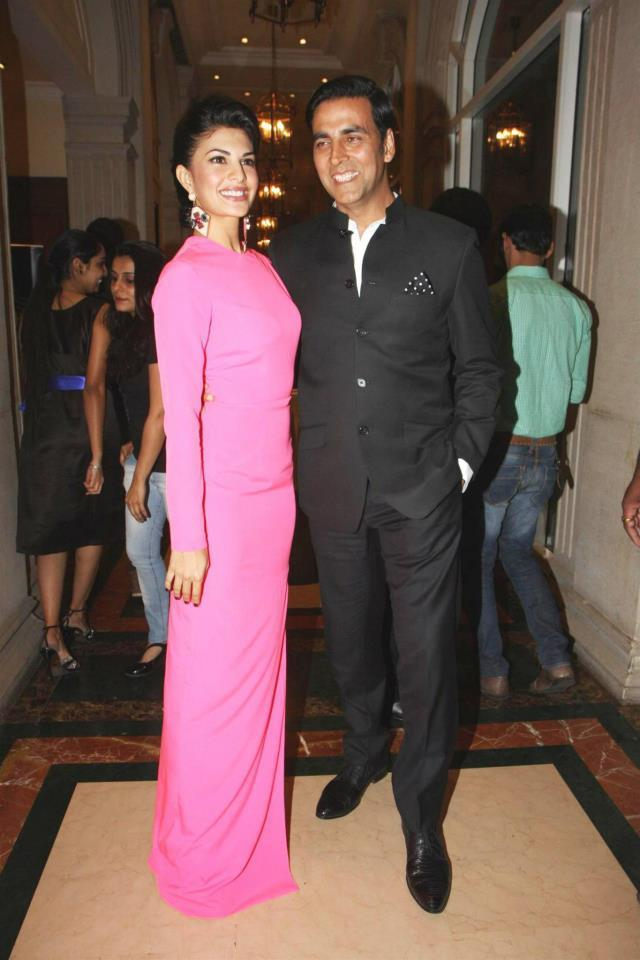Jacqueline And Akshay Cosy Smiling Pose At The Hindustan Times Style Award 2013