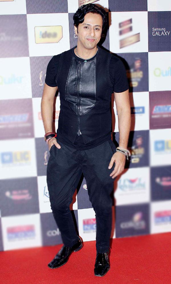 Salim Merchant Strikes A Pose At Radio Mirchi Music Awards Red Carpet 2013