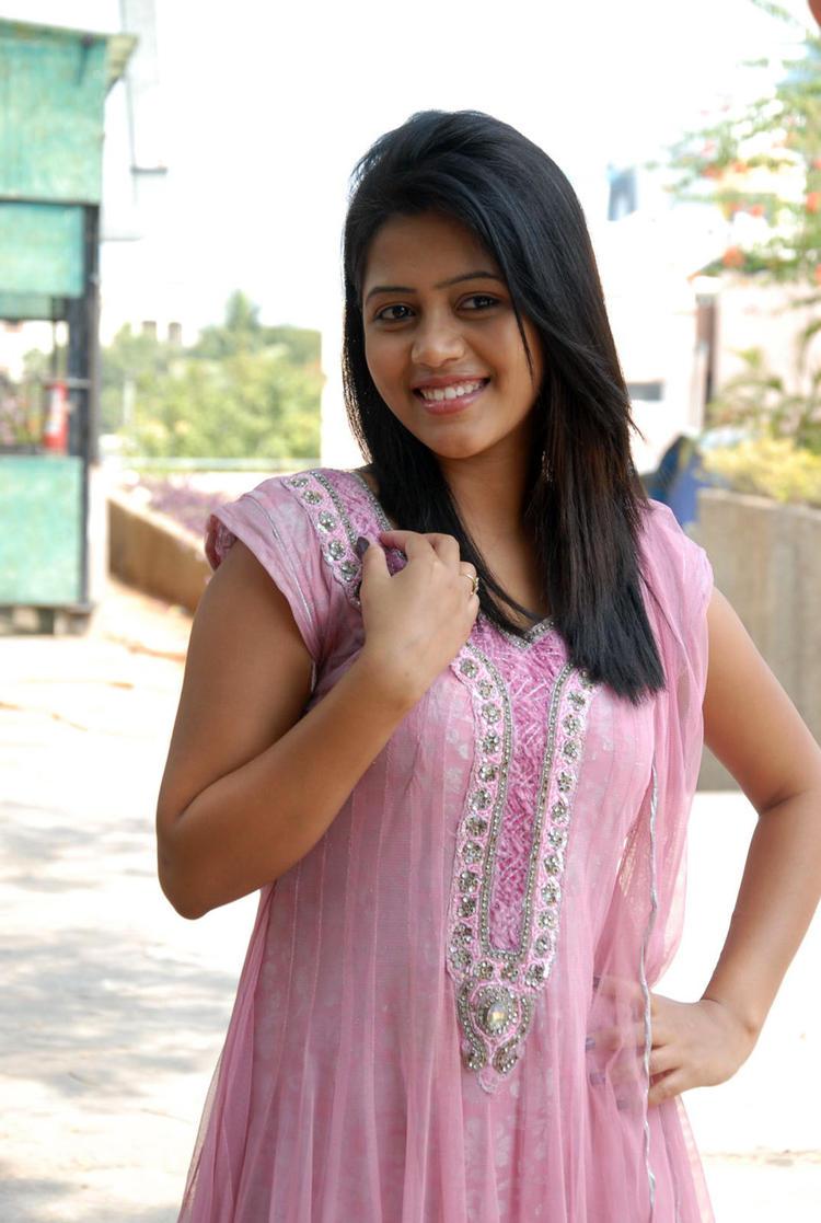 Sonali Cute Face Look Photo Shoot At Parinaya Wedding Fair 2013 Launch Event