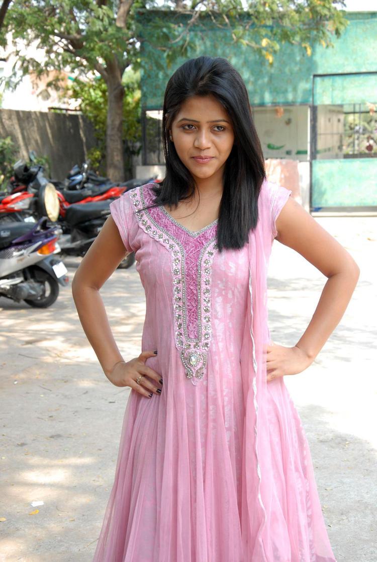Sonali Nice Photo Shoot At Parinaya Wedding Fair 2013 Launch Event