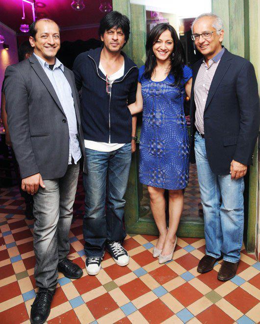 Jai With Sam,Shahrukh And Arja Posed For Camera At His Birthday Bash