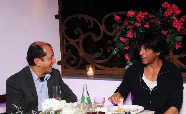 Sam And Shahrukh Photo Clicked On Dinner Table At The Birthday Bash Of Jai Mehta