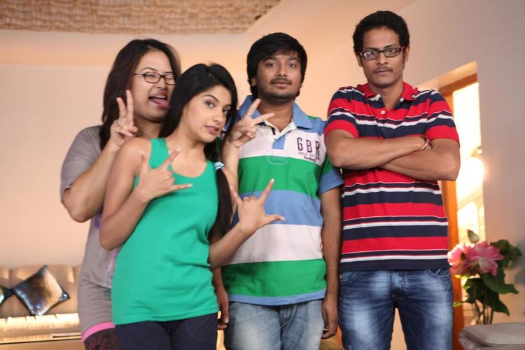 Archana With Co Stars Posed For Camera During Working Of Movie Back Bench Student