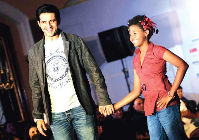Hiten Walks With A Girl On The Ramp For A Noble Cause For The Smile Foundation