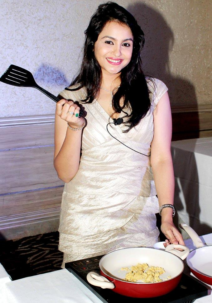 Gurdeep Kohli Strikes A Pose During The Promotion Of Cookery Show Khana Khazana