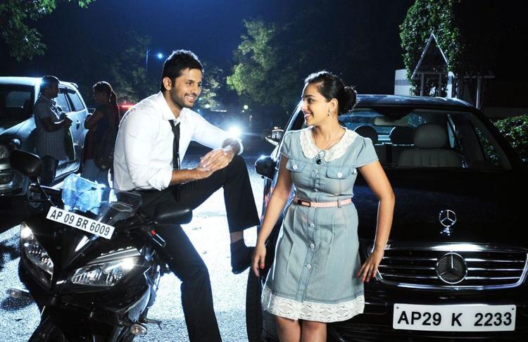 Nitin And Nithya Nice Look Photo Still From Movie Gunde Jaari Gallanthayyinde
