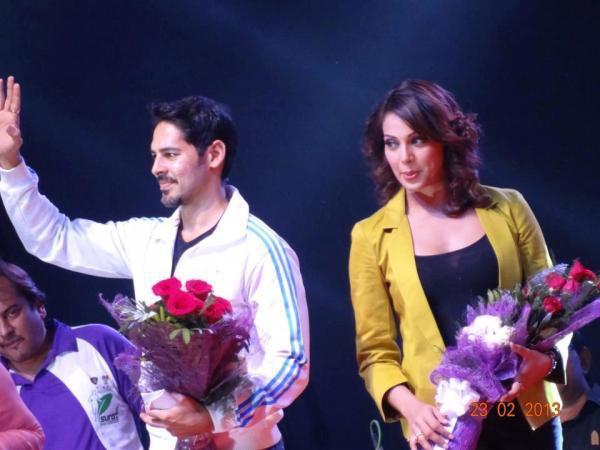 Dino Morea And Bipasha Greet The Audience At Surat Night Half Marathon