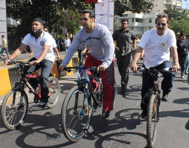 Bollywood Hunk Salman Khan At Mumbai Car Free Day Rally