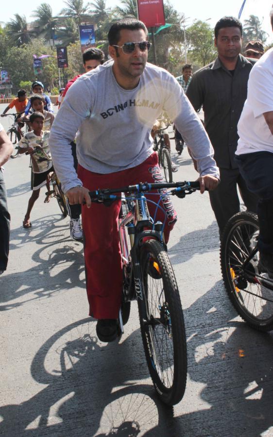 Salman Khan Cycles During The Mumbai Car Free Day Rally