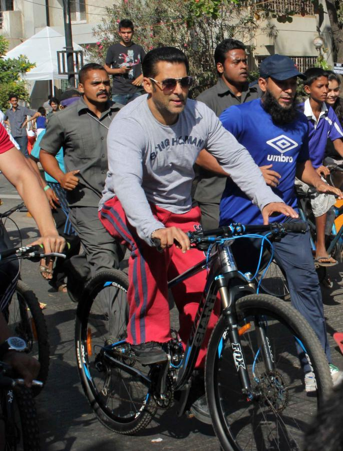Salman Khan Took A Bicycle To Participate In Car Free Day On Carter Road