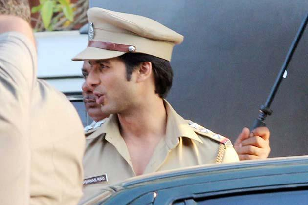 Shahid In Police Costume Photo Clicked On The Sets Of Phata Poster Nikla Hero