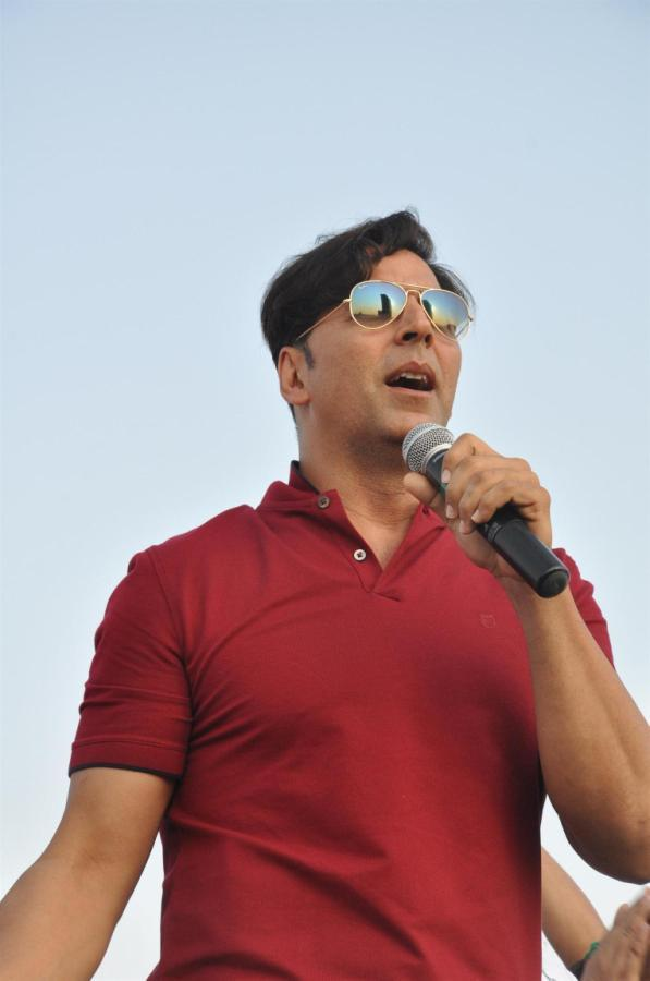 Akshay Kumar Speaks Out Photo Clicked At DNA I Can Womens Half Marathon