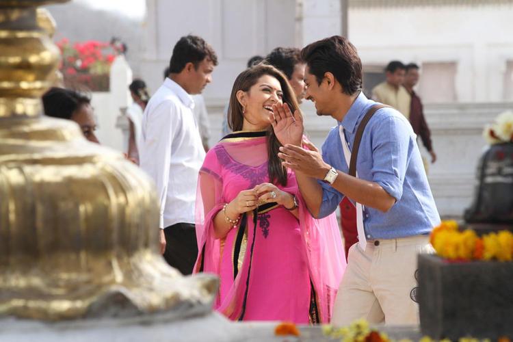 Siddharth And Hansika Laughing Photo Still From Movie Theeya Velai Seiyyanum Kumaru