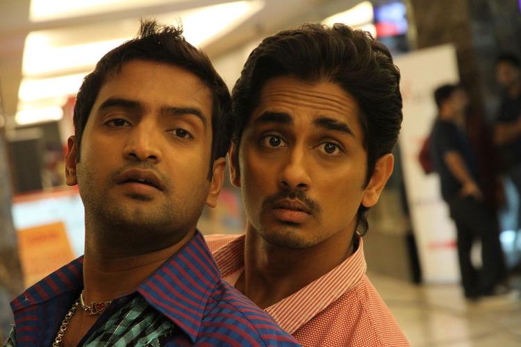 Siddharth And Santhanam Crazy Look Photo Still From Movie Theeya Velai Seiyyanum Kumaru