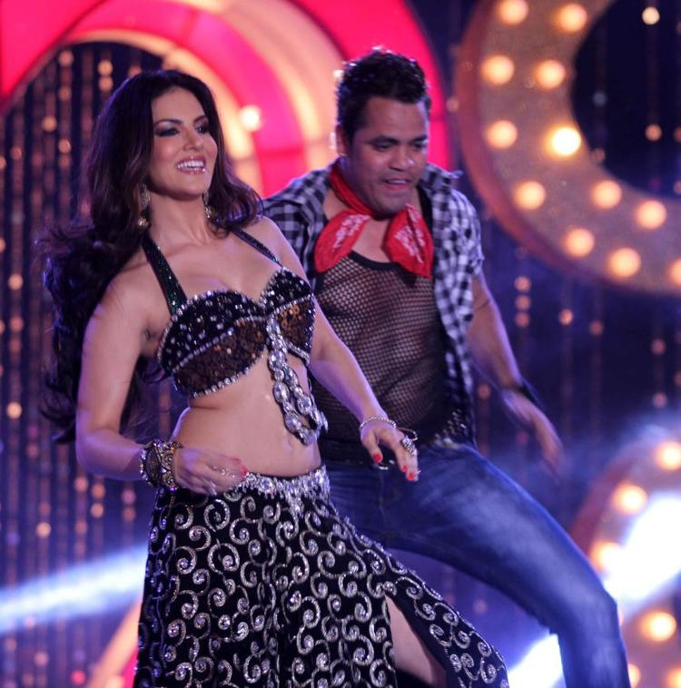 Sunny Leone Sexy Dance Pose At The Music Launch Of Shootout At Wadala