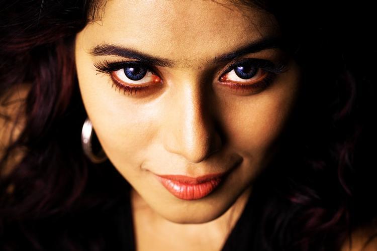 Poorna Dazzling Look Still From Telugulo Naaku Nachani Padam Prema Movie