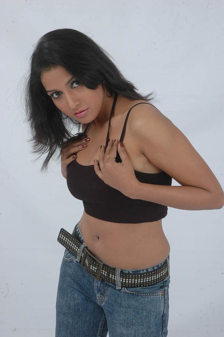 Aksha Sudari Sexy Expression Photo Still From Movie Lavvata
