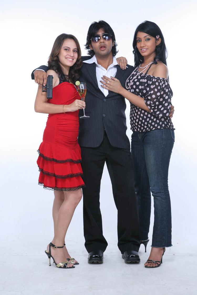 Arshad,Ujjaini And Aksha Cosy Photo Still From Movie Lavvata