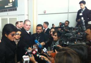 SRK Addresses The Media At Vancouver International Airport