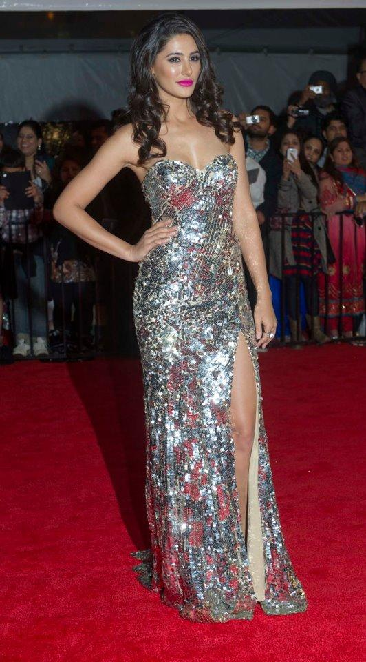 Nargis Fakhri Sexy Look In Red Carpet At TOIFA 2013