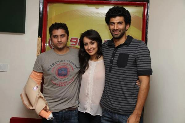 Aditya,Shraddha And Mohit Posed For Camera At Radio Mirchi 98.3 FM
