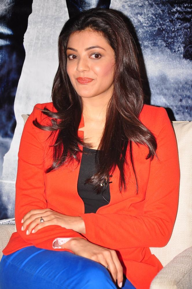 Kajal Nice Look With Cute Smiling Photo Still At Baadshah Interview