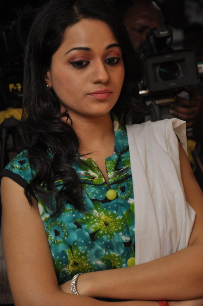 Reshma Charming Face Look At Jai Sriram Movie Platinum Disc Function