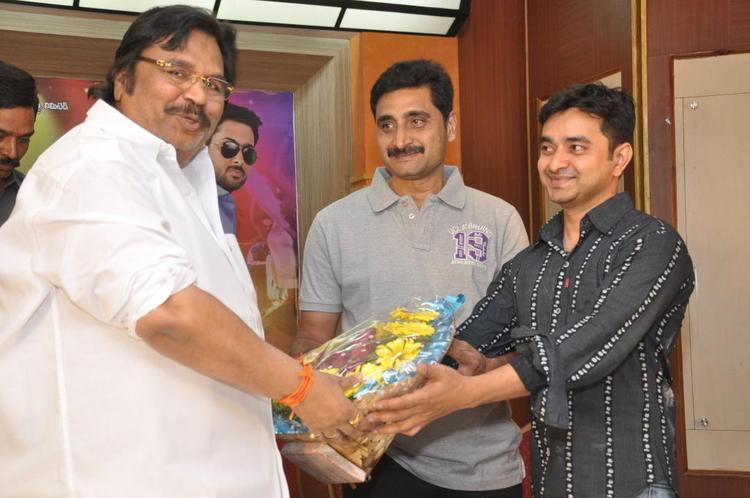 Dasari Narayana Received Boque Photo Clicked At Jai Sriram Movie Platinum Disc Function