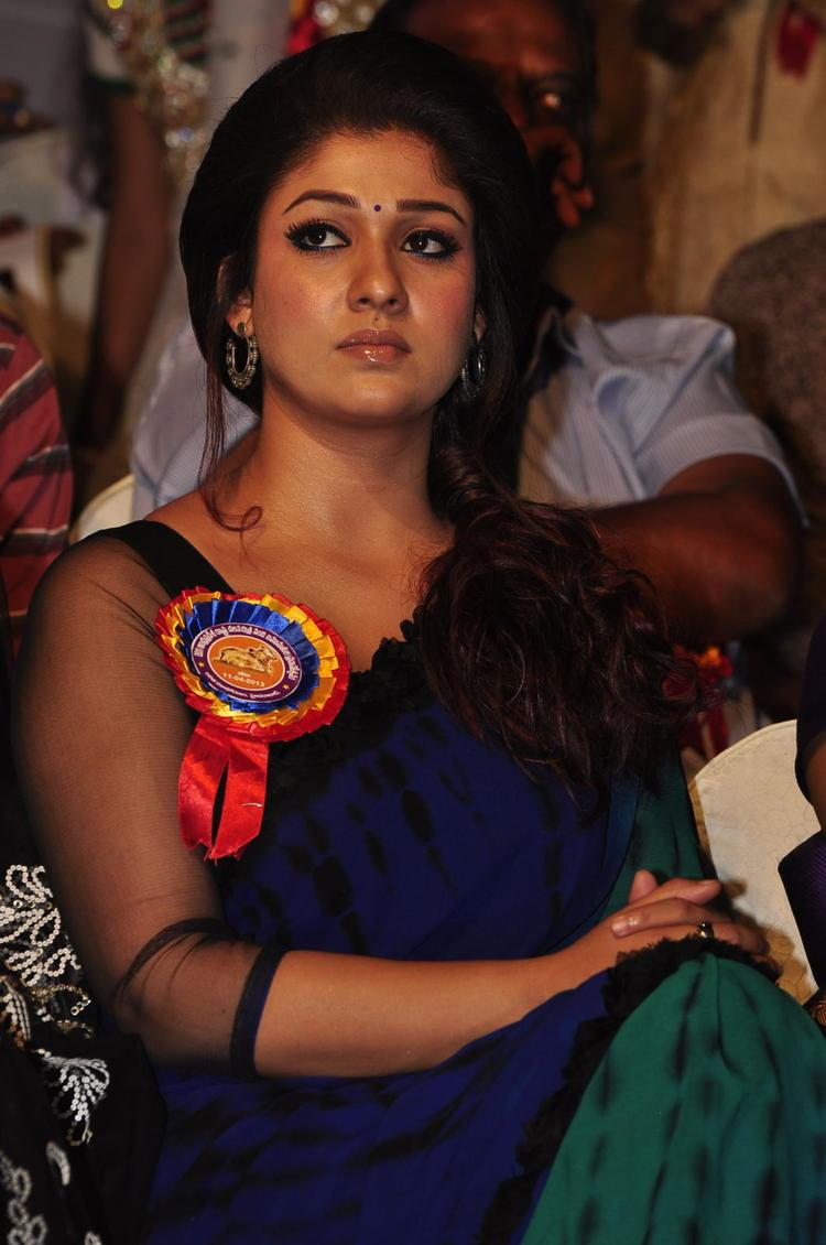 Nayanthara Nice Look Still At Nandi Awards 2011 Function