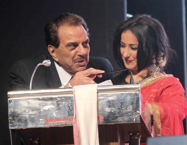 Dharmendra And Divya Addressing The Audience Photo Clicked At Baisakhi Festival Celebration