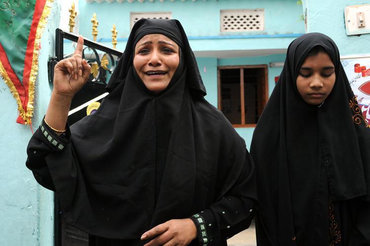 Muslim Lady Crying Scene Photo Still From Telugu Movie Ek