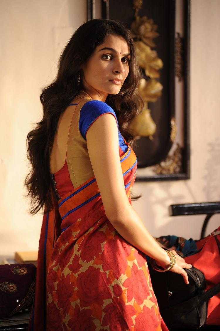 Andrea Jeremiah Nice Look In Saree Still From Thadaka Movie