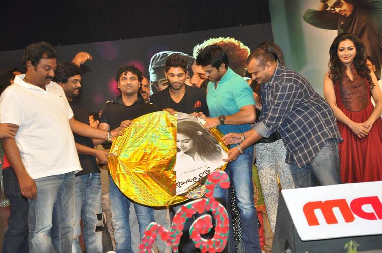 V. V. Vinayak,Allu,Ram Charan And Catherine Clicked At Iddarammayilatho Audio Launch Function