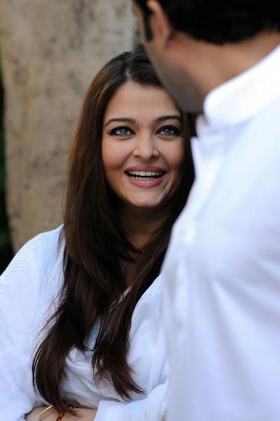 Aishwarya Rai Bachchan Cool Laughing Still At Home During The Girl Child Support Event