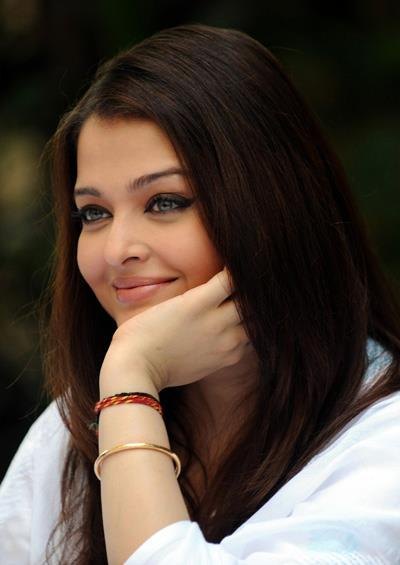 Aishwarya Rai Bachchan Cute Look At Home During The Girl Child Support Event
