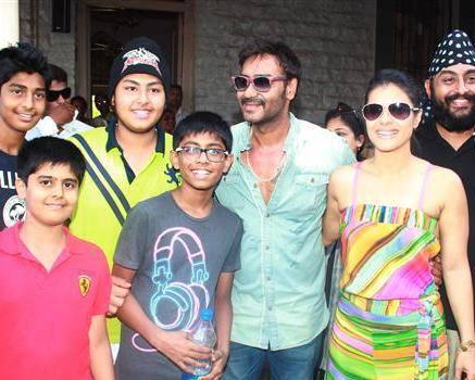 Ajay And Kajol Cool With Kids At Clean Lonavala Program