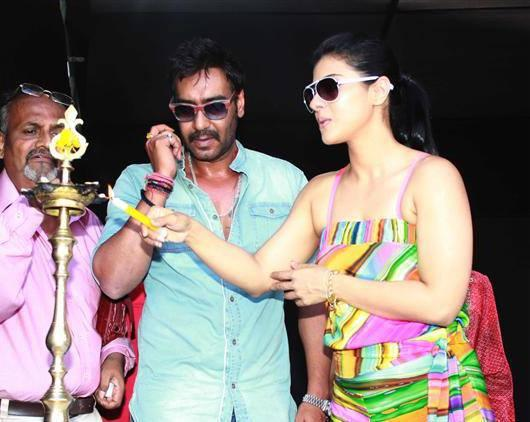 Kajol Lights The Candle And Ajay Look On At Clean Lonavala Program