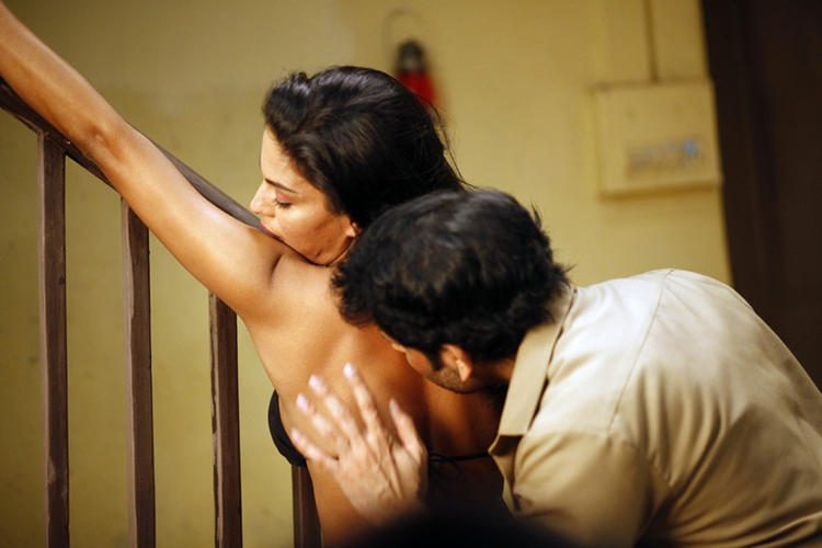 Veena And Rajan Sexy Spicy Pic From The Movie Rangeela